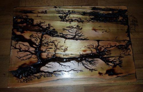 Lichtenberg Figur aus Holz