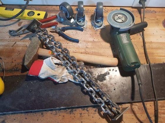 Materialien und Werkzeuge für die Tischbeine
