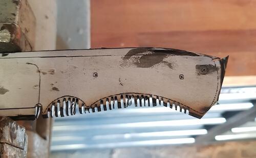 Messer aus Kreissägeblatt ausgeschnitten