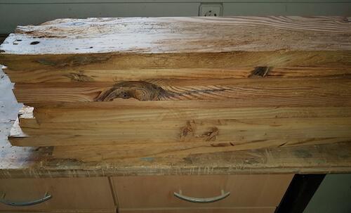 Stapel der Bretter für die Tischplatte
